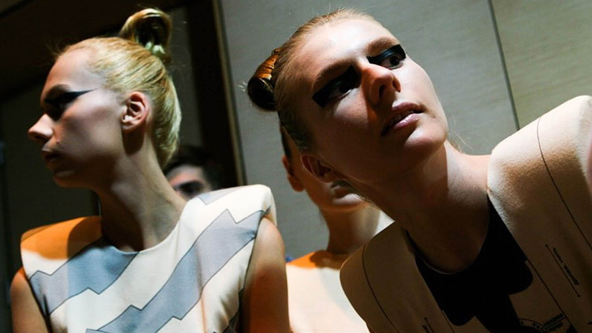 16×9 Clare Lopeman AW 2010/11, Backstage 03